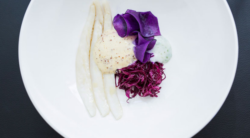 Ray wings with mustard espuma, red cabbage and horseradish