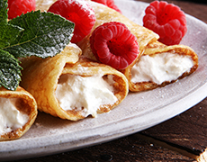 Crêpes with Vanilla Cream and Raspberries