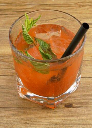 Cocktail Rum-Aperol-Soda